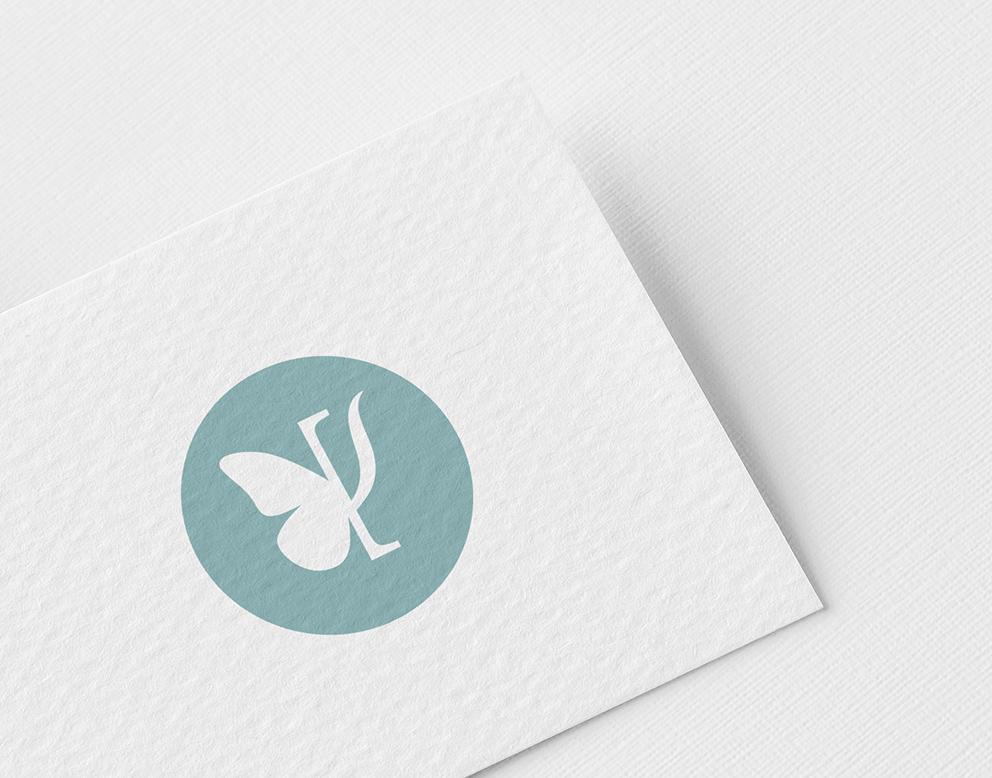 logo papillon art thérapeute