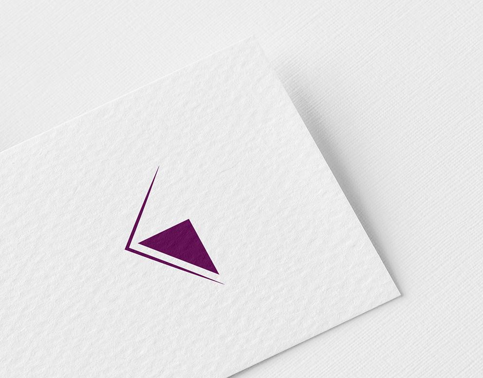 logo haut de gamme violet graphiste luxe