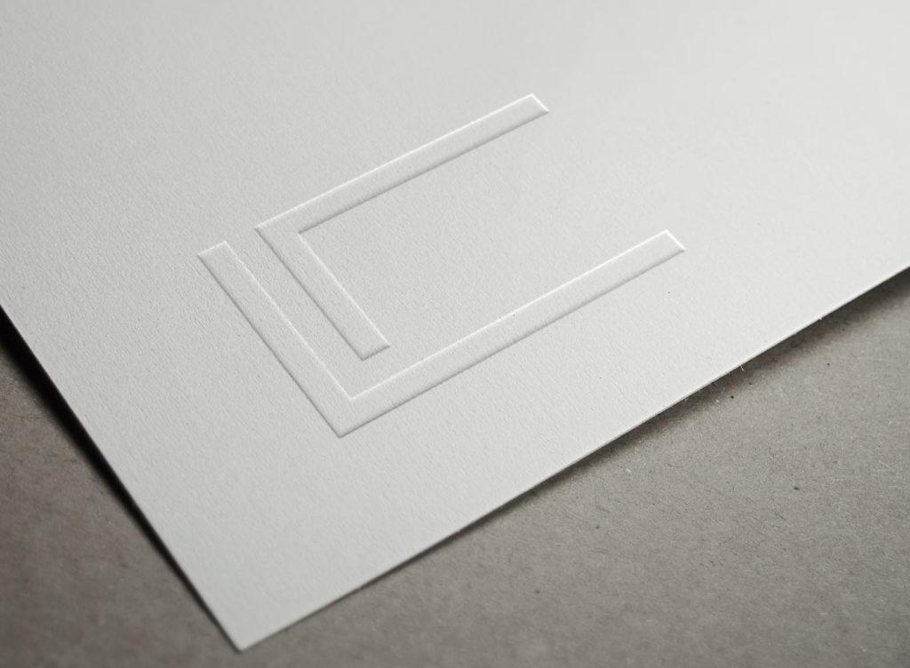 logo luxe blanc gauffré